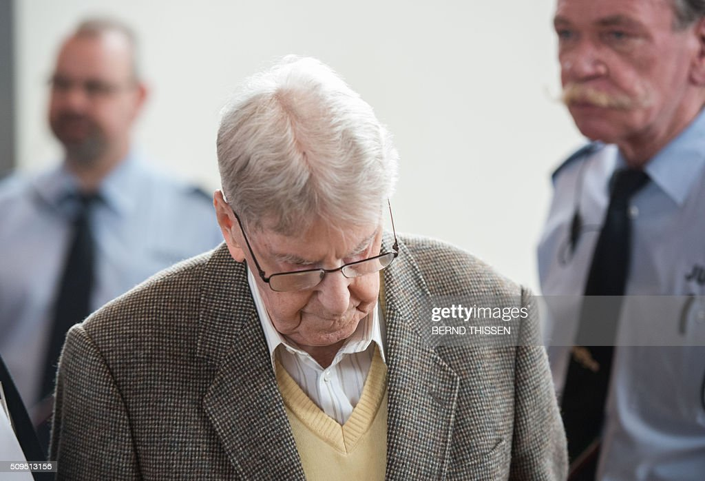Former Auschwitz guard Reinhold Hanning (C) arrives for his trial at court in Detmold, western Germany, on February 11, 2016. The 94-year-old man is charged with at least 170,000 counts of accessory to murder in his role as a former guard at the Nazi concentration camp in occupied Poland. / AFP / POOL / Bernd Thissen
