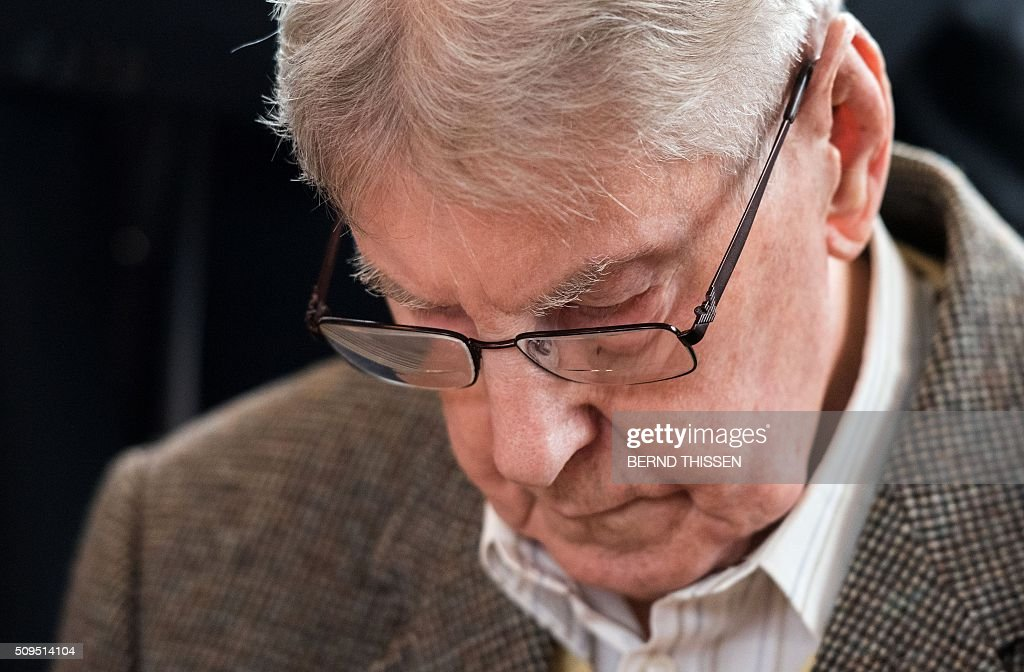Former Auschwitz guard Reinhold Hanning arrives for his trial at court in Detmold, western Germany, on February 11, 2016. The 94-year-old man is charged with at least 170,000 counts of accessory to murder in his role as a former guard at the Nazi concentration camp in occupied Poland. / AFP / POOL / Bernd Thissen