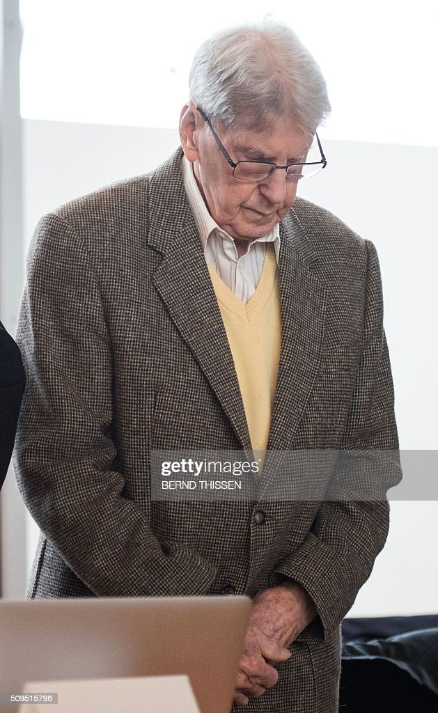 Former Auschwitz guard Reinhold Hanning arrives for his trial at the court in Detmold, western Germany, on February 11, 2016. The 94-year-old former Auschwitz guard went on trial for complicity in the murders of tens of thousands of people at the Nazi concentration camp. / AFP / POOL / Bernd Thissen