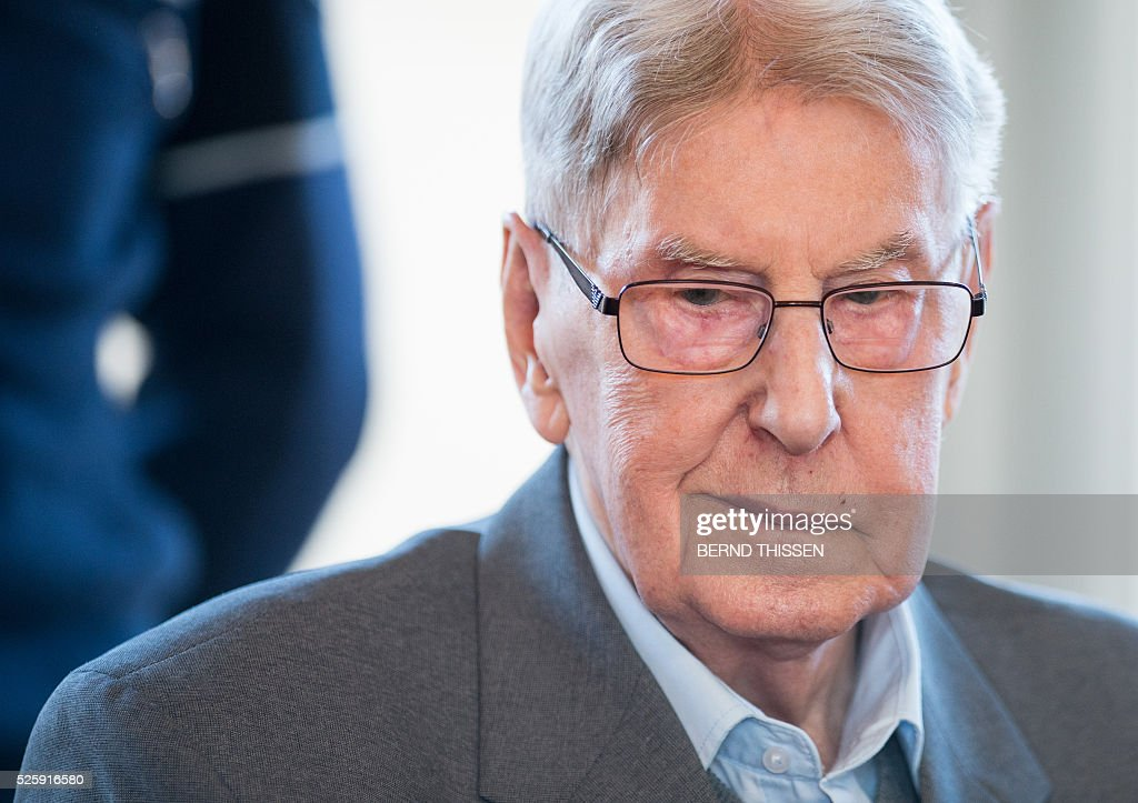 Former Auschwitz guard Reinhold Hanning is seen in court waiting for the continuation of his trial at the court in Detmold, western Germany,on April 29, 2016. The 94-year-old former Auschwitz guard is on trial for complicity in the murders of tens of thousands of people at the Nazi concentration camp. / AFP / POOL / Bernd Thissen