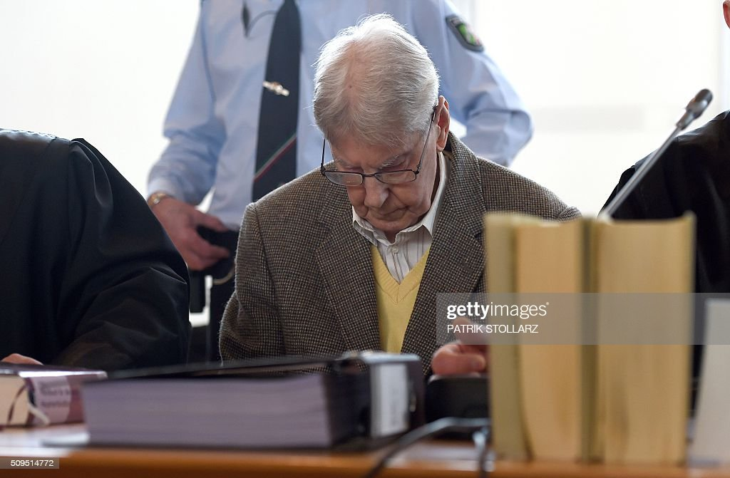 Former Auschwitz guard Reinhold Hanning (C) waits for the start of his trial at court in Detmold, western Germany, on February 11, 2016. The 94-year-old man is charged with at least 170,000 counts of accessory to murder in his role as a former guard at the Nazi concentration camp in occupied Poland. / AFP / POOL / PATRIK STOLLARZ