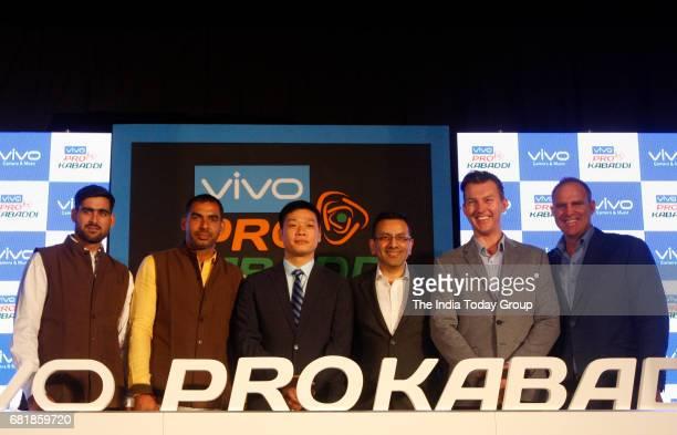Former Australian cricket players Brett Lee with Matthew Hayden during a Pro Kabaddi league press conference in New Delhi