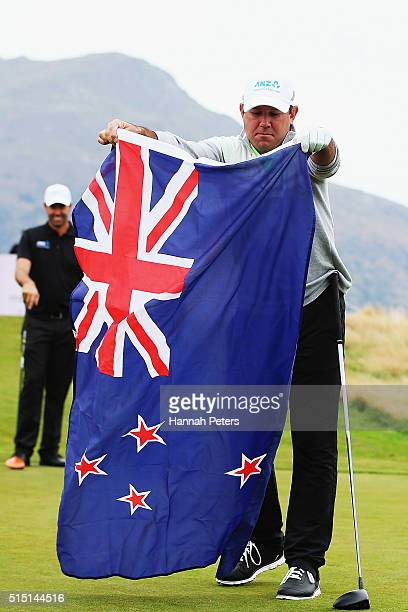 Former Australian cricketer Ricky Ponting lays out the New Zealand flag for New Zealand Prime Minister John Key to wear during day four of the 2016...