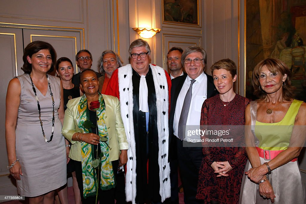 Former 'Batonnier de Paris' and Actress of the Piece, Christiane Feral-Schuhl, French Minister of Justice Christiane Taubira, Engineer and Actor of the Piece, Jean-Bernard Dagnaud, Sworn Mediator of the Canton of Geneva, Stage Director and Actor of the Piece, Guy A. Bottequin and the Troup pose backstage after the 'Sweet Justice' : Theater Play at Comedie des Champs Elysee on June 16, 2015 in Paris, France.