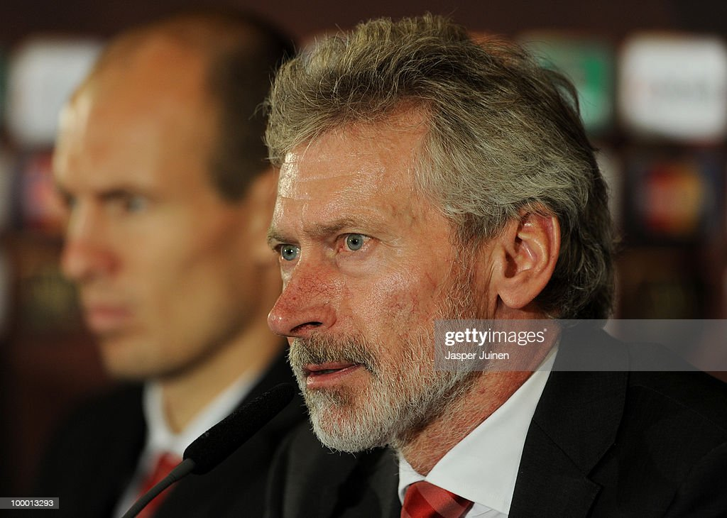 Former Bayern Muenchen player Paul Breitner listens to questions from the media flanked by Arjen Robben during a press conference, ahead of the UEFA Champions League final match against Inter Milan, on May 20, 2010 in Madrid, Spain.