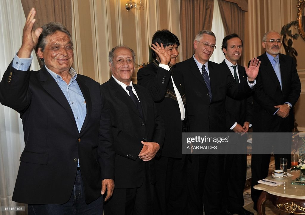 Former Bolivian presidents Jaime Paz Zamora, Guido Vildoso, President Evo Morales and former presidents Eduardo Rodriguez, Jorge Quiroga Ramirez and Carlos Mesa at the end of a meeting to analyse the country's strategy for the claim before Chile for their access to the Pacific Ocean, at the Palacio Quemado presidential palace in La Paz, on March 20, 2013.
