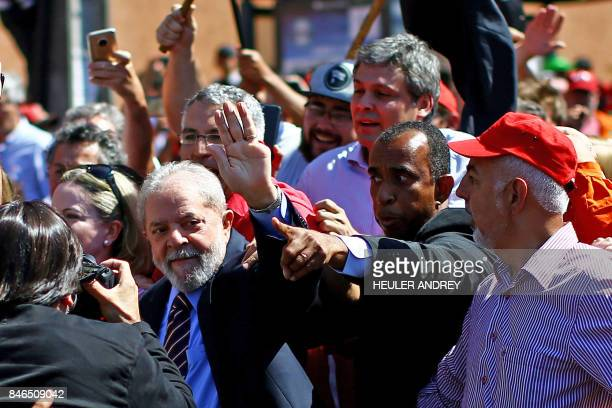 Former Brazilian President Luiz Inacio Lula da Silva arrives at the Federal Justice office to be questioned by anticorruption judge Sergio Moro in...