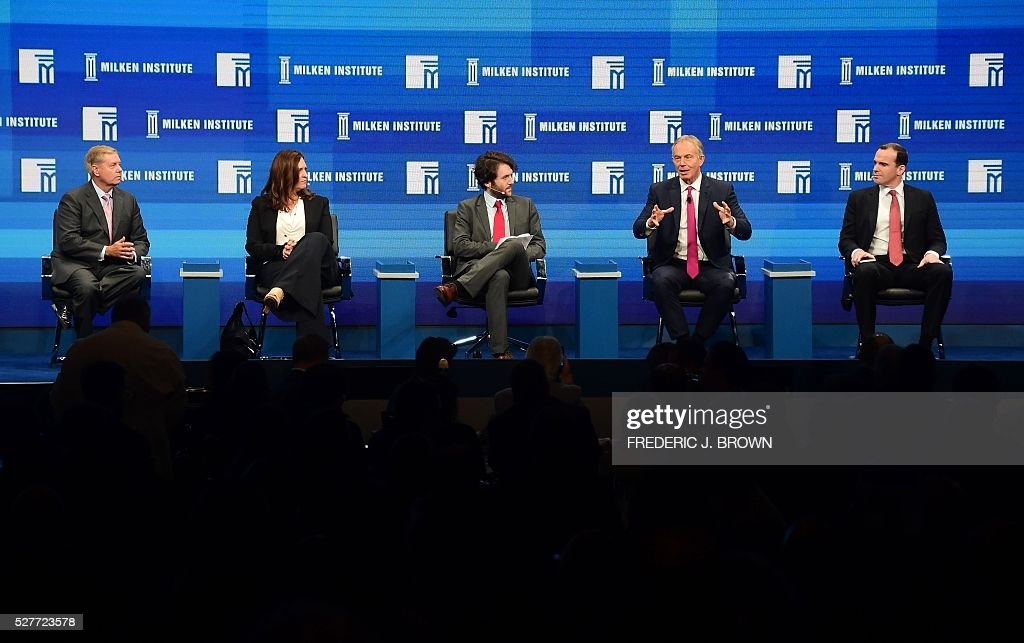 Former British Prime Minister Tony Blair (2R) gestures while speaking during the lunch programme panel 'ISIS and Global Terrorism: What It Will Take to Defeat Them' at the 2016 Milken Institute Global Conference in Beverly Hills, California on May 3, 2016. / AFP / FREDERIC