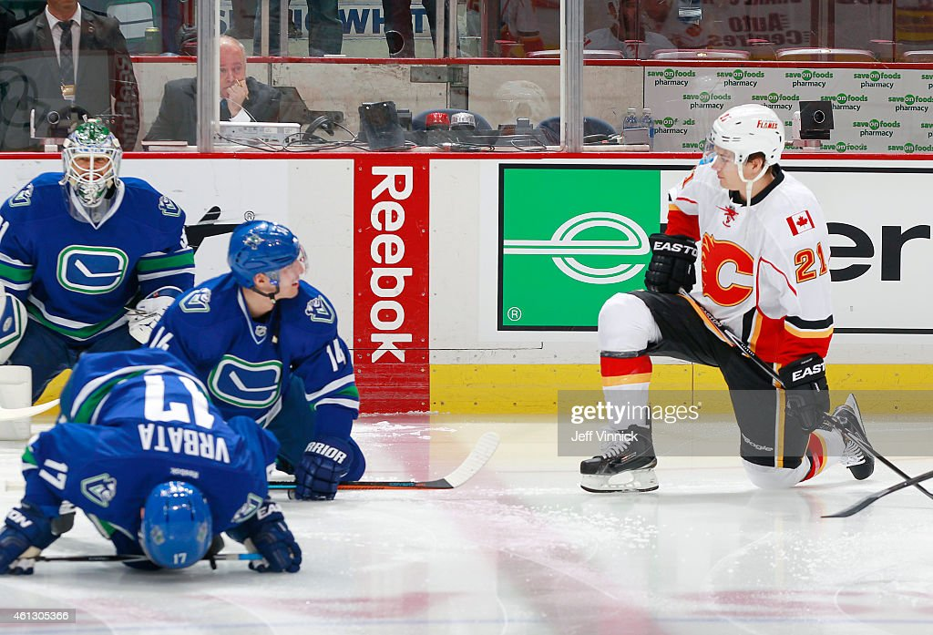 Former Canuck <a gi-track='captionPersonalityLinkClicked' href=/galleries/search?phrase=Mason+Raymond&family=editorial&specificpeople=4521385 ng-click='$event.stopPropagation()'>Mason Raymond</a> #21 of the Calgary Flames chats with <a gi-track='captionPersonalityLinkClicked' href=/galleries/search?phrase=Alexandre+Burrows&family=editorial&specificpeople=592489 ng-click='$event.stopPropagation()'>Alexandre Burrows</a> #14 of the Vancouver Canucks during warmup before their NHL game against the Calgary Flames at Rogers Arena January 10, 2015 in Vancouver, British Columbia, Canada.