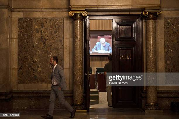 Former Catalan President Jordi Pujol is seen on a screen as he speaks to the members of the parliament on September 26 2014 in Barcelona Spain Jori...