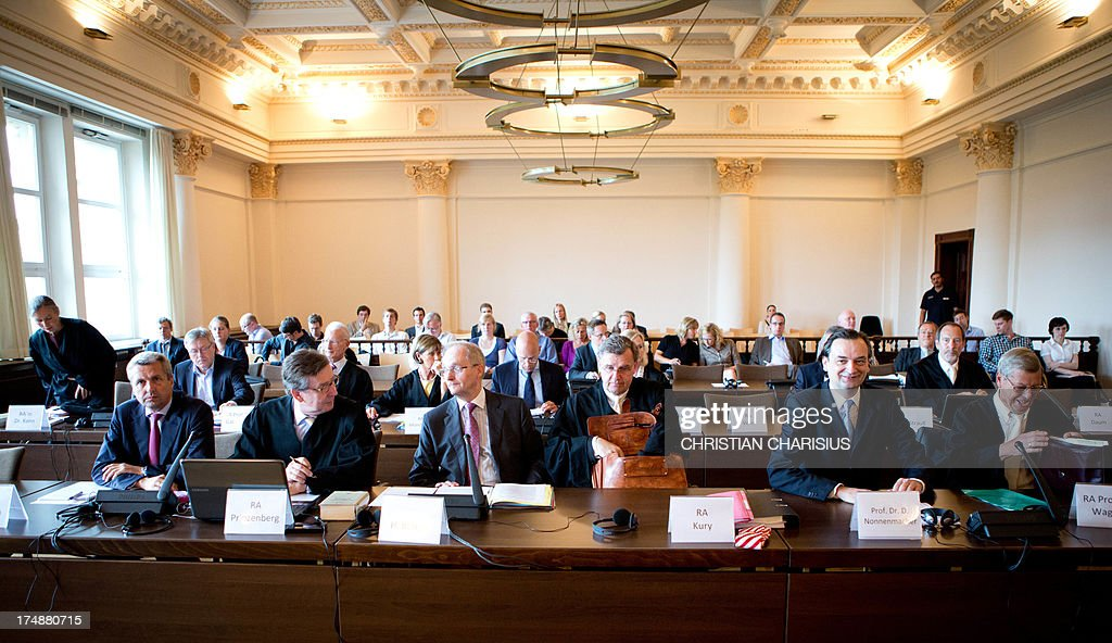 Former CEO and former chief financial officer of HSH Nordbank, Dirk Jens Nonnenmacher (2nd R) and his lawyer Heinz Wagner (R) sit in the courtroom at the beginning of the second day of trial at the regional court in Hamburg, Germany, 29 July 2013. Six bankers allegedly caused a financial damage of 150 million euros in 2007 with risky businesses. AFP PHOTO/ Christian Charisius/ POOL