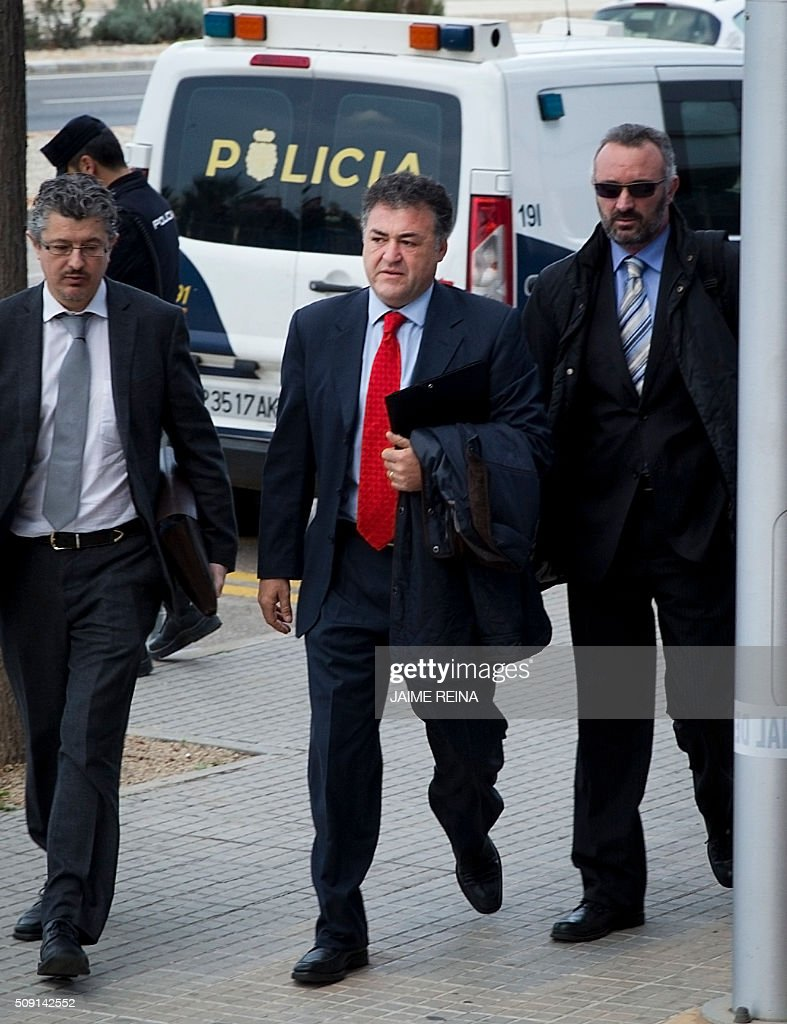 Former CEO of Sports activities for the Balearic Government Jose Luis âPepoteâ? Ballester (C) arrives for a hearing in the courtroom at the Balearic School of Public Administration (EBAP) building in Palma de Mallorca, on the Spanish Balearic Island of Mallorca on February 9, 2016. The trial for corruption in a high stakes case of Spain's Princess Cristina, the sister of King Felipe VI, and her husband, former Olympic handball player Inaki Urdangarin, started again today in Palma. / AFP / JAIME REINA