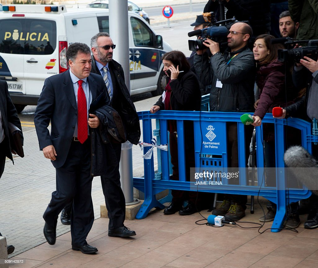 Former CEO of Sports activities for the Balearic Government Jose Luis Pepote Ballester (L) arrives for a hearing in the courtroom at the Balearic School of Public Administration (EBAP) building in Palma de Mallorca, on the Spanish Balearic Island of Mallorca on February 9, 2016. The trial for corruption in a high stakes case of Spain's Princess Cristina, the sister of King Felipe VI, and her husband, former Olympic handball player Inaki Urdangarin, started again today in Palma. / AFP / JAIME REINA