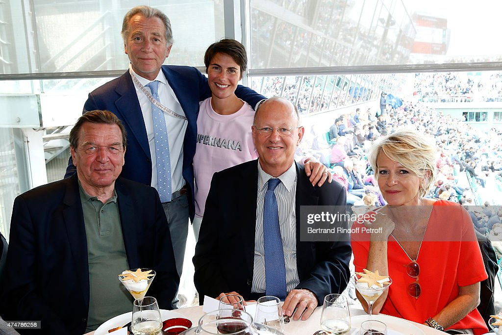 Former Chancellor of Germany Gerhard Schroder, Journalists William Leymergie, Alessandra Sublet, President of France Television Remy Pflimlin and Journalist Sophie Davant attend the 2015 Roland Garros French Tennis Open - Day Three, on May 26, 2015 in Paris, France.