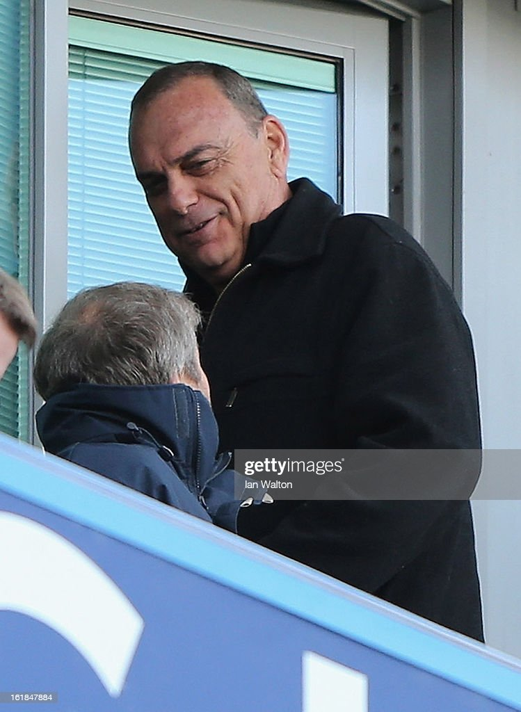 Former Chelsea manager Avram Grant chats with Chelsea owner Roman Abramovich during the FA Cup Fourth Round Replay match between Chelsea and Brentford at Stamford Bridge on February 17, 2013 in London, England.