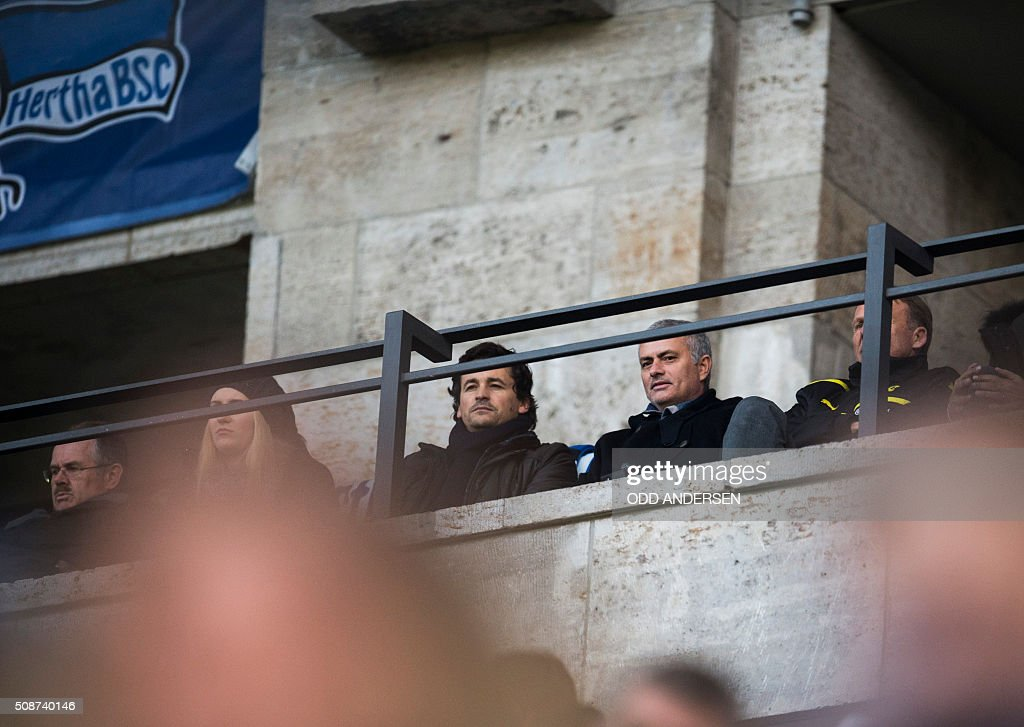 Former Chelsea manager José Mourinho (2nd R) attends the German first division Bundesliga football match, Hertha Berlin v Borussia Dortmund, at the Olympic stadium in Berlin on February 6, 2016. / AFP / ODD ANDERSEN /