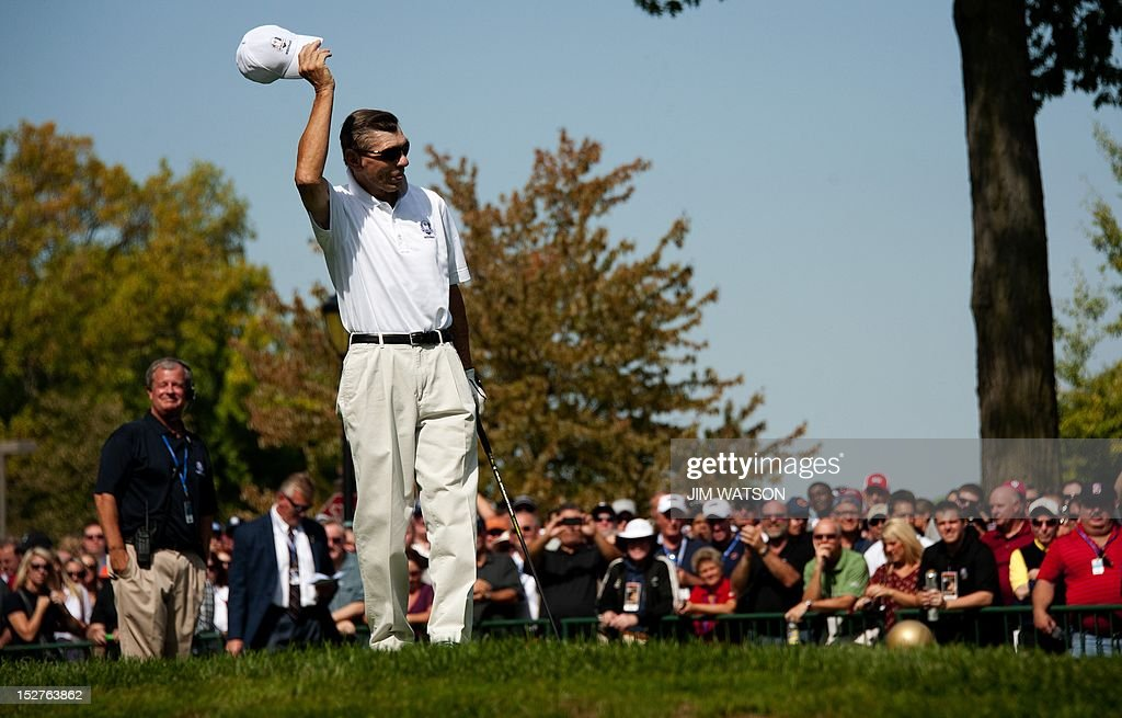 Former Chicago Blackhawks hockey player Stan Mikita waves to the corwd as he arrives to tee off from the 1st hole of the Captains/Celebrity Scramble at Medinah Country Golf Club in Medinah, Illinois, September 25, 2012, ahead of the 39th Ryder Cup. AFP PHOTO/Jim WATSON
