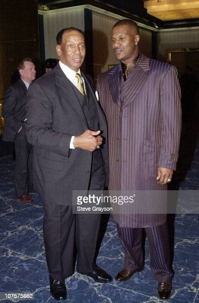 Former Chicago Cub great Ernie Banks poses with Eric Davis of the San Francisco Giants at the Childrens Miracle Network and Childrens Hospital...