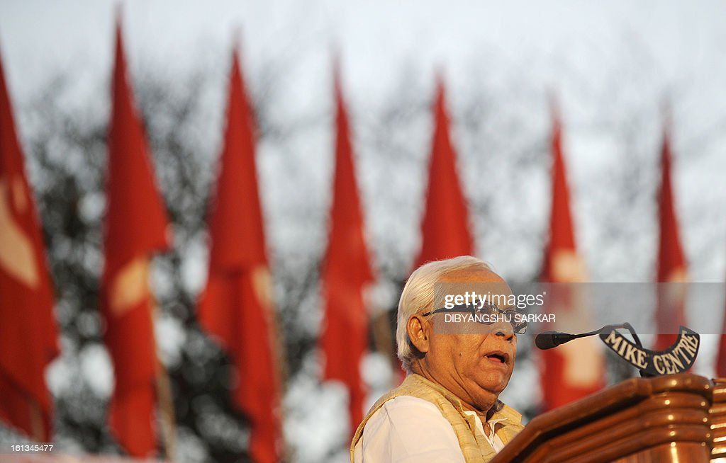 Former Chief Minister of the eastern state of West Bengal and leader of the Communist Party of India (Marxist) CPI(M) Buddhadeb Bhattacharya addresses a mass meeting at the Shahid Minar in Kolkata on February 10, 2013. Thousands of party supporters attended the meeting to listen to their leaders, to demand food and social security and protest against the recent price hike in daily necessary commodities. AFP PHOTO/Dibyangshu SARKAR