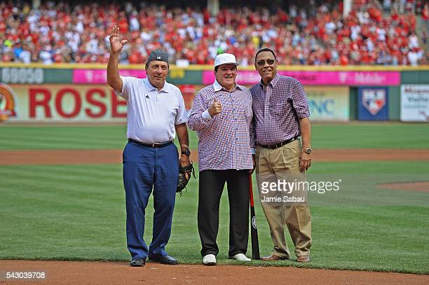 Former Cincinnati Reds player and Major League Baseball alltime hits leader Pete Rose poses for a picture with former Reds players Johnny Bench and...