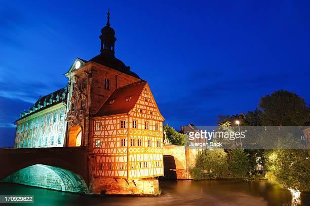 Ehemalige city hall (Altes Rathaus) in Bamberg bei Nacht