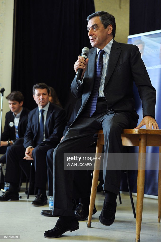 Former conservative prime minister François Fillon (foreground), flanked by Nice UMP Mayor Christian Estrosi (2ndR) delivers a speech on November 07, 2012 in La Chaussée-Saint-Victor near Blois, as part of his campaign for the UMP right wing party presidency - AFP PHOTO/ ALAIN JOCARD