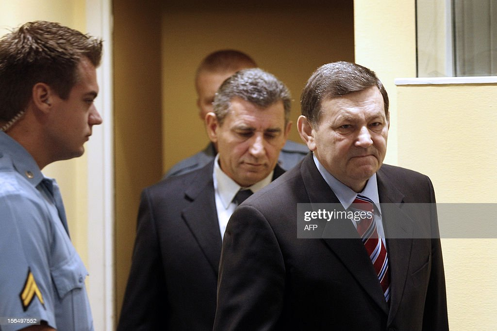 Former Croatian Army Generals Mladen Markac (R) and Ante Gotovina (C) enter the courtroom of the International Criminal Tribunal for the former Yugoslavia (ICTY) to attend their appeal judgement in The Hague, The Netherlands, on November 16, 2012. The UN Yugoslav war crimes court on Friday acquitted Croatian ex-generals Ante Gotovina and Mladen Markac of charges including war crimes during the bloody breakup of Yugoslavia and ordered them freed. AFP PHOTO / POOL / Bas Czerwinski -- The Netherlands out --