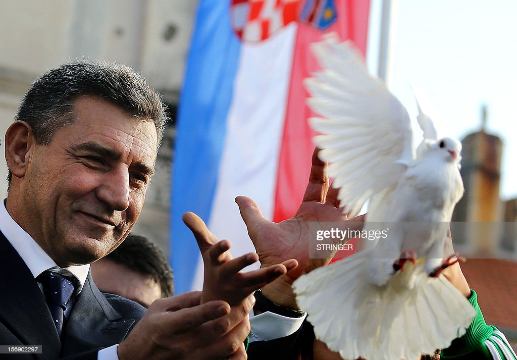 Former Croation general Ante Gotovina releases a white dove as a sign of peace, on November 24, 2012, after delivering a pro-peace and reconciliation speech to around 10.000 people in the main square of the Adriatic town of Zadar. Croatian former generals Ante Gotovina and Mladen Markac were acquitted on November 16by the UN war crimes court of crimes against the Serbs during the 1990s breakup of Yugoslavia, while former foe Serbia was appalled by the 'scandalous' decision. AFP PHOTO / STRINGER