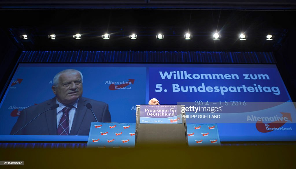 Former Czech president Vaclav Klaus speaks during a party congress of the German right wing party AfD (Alternative fuer Deutschland) at the Stuttgart Congress Centre ICS on April 30, 2016 in Stuttgart, southern Germany. The Alternative for Germany (AfD) party is meeting in the western city of Stuttgart, where it is expected to adopt an anti-Islamic manifesto, emboldened by the rise of European anti-migrant groups like Austria's Freedom Party. / AFP / Philipp GUELLAND