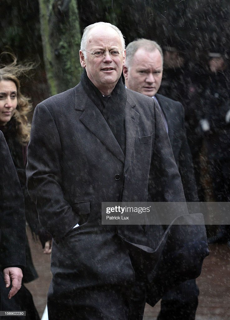 Former Defense Minister <a gi-track='captionPersonalityLinkClicked' href=/galleries/search?phrase=Rudolf+Scharping&family=editorial&specificpeople=765174 ng-click='$event.stopPropagation()'>Rudolf Scharping</a> (SPD) arrives at a memorial service for former German Defence Minister Peter Struck on January 3, 2013 in Uelzen, Germany. Struck was a leading member of the German Social Democrats (SPD) and died in December following a heart attack.
