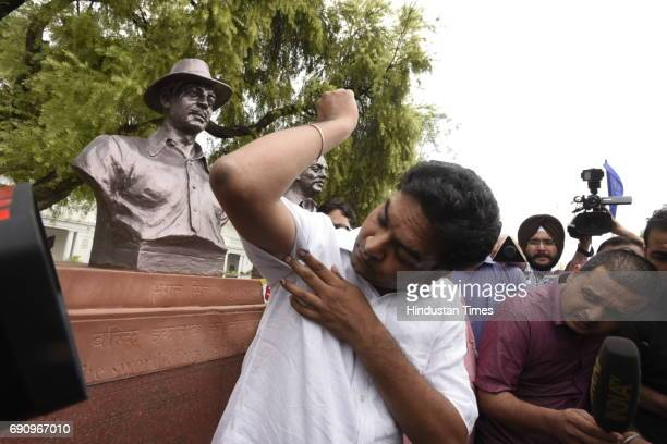 Former Delhi Minister Kapil Mishra shows his injuries after being assaulted by AAP MLAs during GST Delhi special session at Delhi Vidhan Sabha on May...