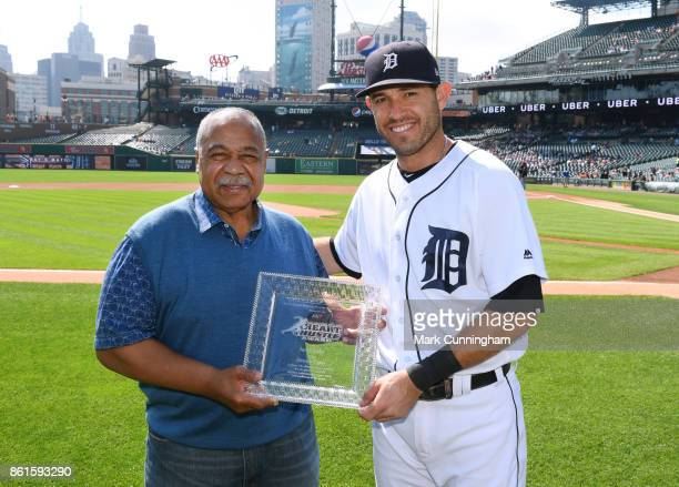 Former Detroit Tigers outfielder Willie Horton presents Ian Kinsler of the Detroit Tigers with his 2017 Heart Hustle Award prior to the game against...