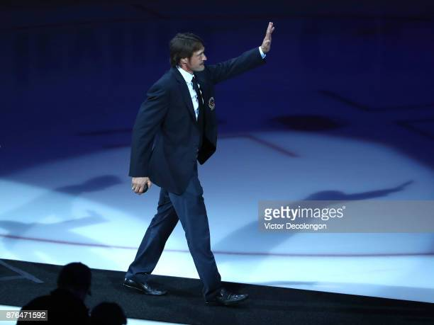 Former Ducks player Teemu Selanne waves to the fans as he walk off the ice after a pregame ceremony honoring former Ducks teammate Paul Kariya and...