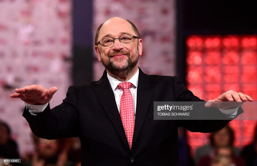 Former European parliament president and candidate for Chancellor of Germany's social democratic SPD party Martin Schulz greets delegates after his speech during the Congress of Germany's Social Democratic Party (SPD) during which he will be elected as its leader and lay out plans for the September general elections, on March 19, 2017 in Berlin. / AFP PHOTO / Tobias SCHWARZ