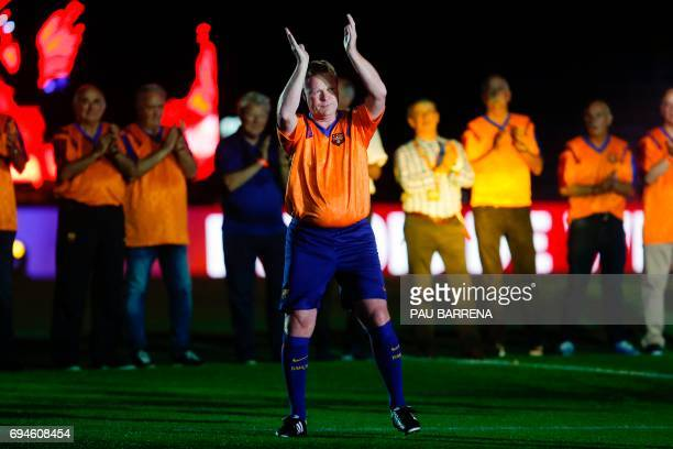 Former FC Barcelona's Dutch defender Ronald Koeman acknowledges the crowd during a tribute match against SL Benfica at the Camp Nou stadium in...