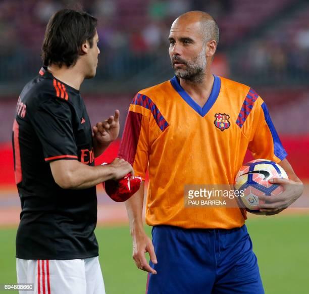 ¿Cuánto mide Rui Costa? Former-fc-barcelonas-midfielder-josep-guardiola-speaks-to-former-picture-id694608660?s=612x612