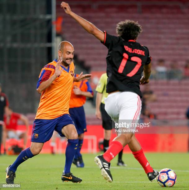 Former FC Barcelona's midfielder Josep Guardiola vies with former Benfica's Dutch forward Pierre van Hooijdonk during a tribute match against SL...
