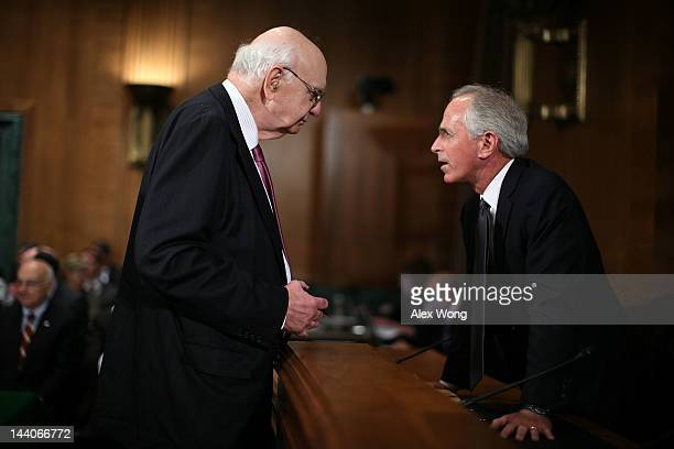 Former Federal Reserve Board Chairman Paul Volcker talks to US Sen Bob Corker prior to a hearing before the Financial Institutions and Consumer...