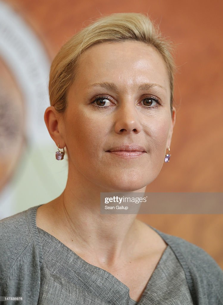 Former First Lady Bettina Wulff speaks to the media about German musician P... Show more - former-first-lady-bettina-wulff-speaks-to-the-media-about-german-picture-id147335976
