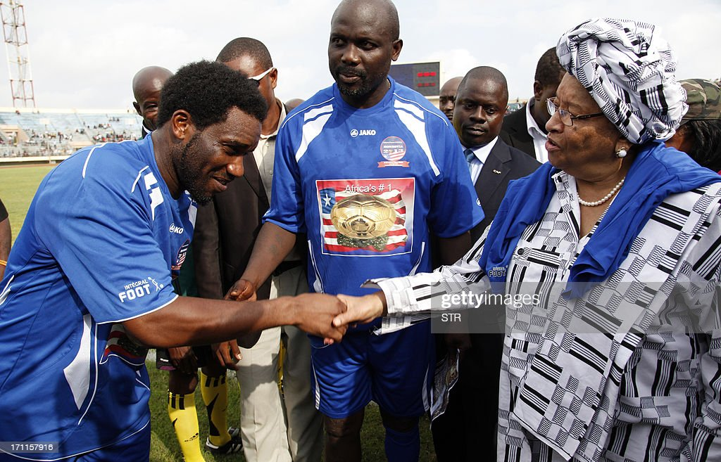Former football player Jay Jay Ochocha (L) shakes hands with Liberian President Ellen Johnson Sirleaf (R) next to Liberia's main opposition leader and former football star George Weah (C) on June 22, 2013 before a National peace Reconciliation footbal match between Africa All stars vs Liberian All stars at the Samuel Doe stadium In Monrovia. AFP PHOTO/STR