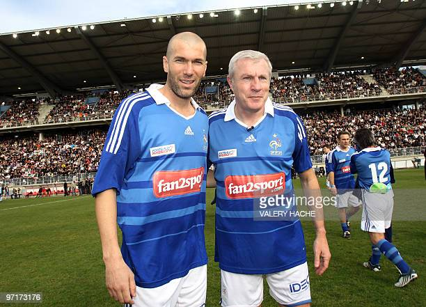 Former football players Luis Fernandes and Zinedine Zidane pose before their 'Luis Fernandez jubilee' football match on February 28 2010 at the...