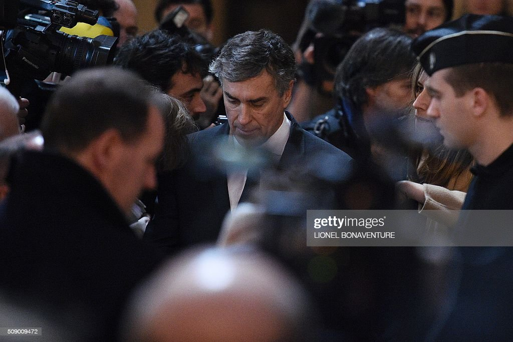 Former French budget minister Jerome Cahuzac (C) arrives on the first day their trial for tax fraud at the courthouse of Paris, on February 8, 2016. Cahuzac, 63, who resigned in disgrace in 2013 after admitting to having a secret Swiss bank account, faces up to seven years in jail and two million euros (USD 2.2 million) in fines if found guilty of stashing offshore his earnings from a lucrative hair-transplant business he ran with his now ex-wife. AFP PHOTO / LIONEL BONAVENTURE / AFP / LIONEL BONAVENTURE