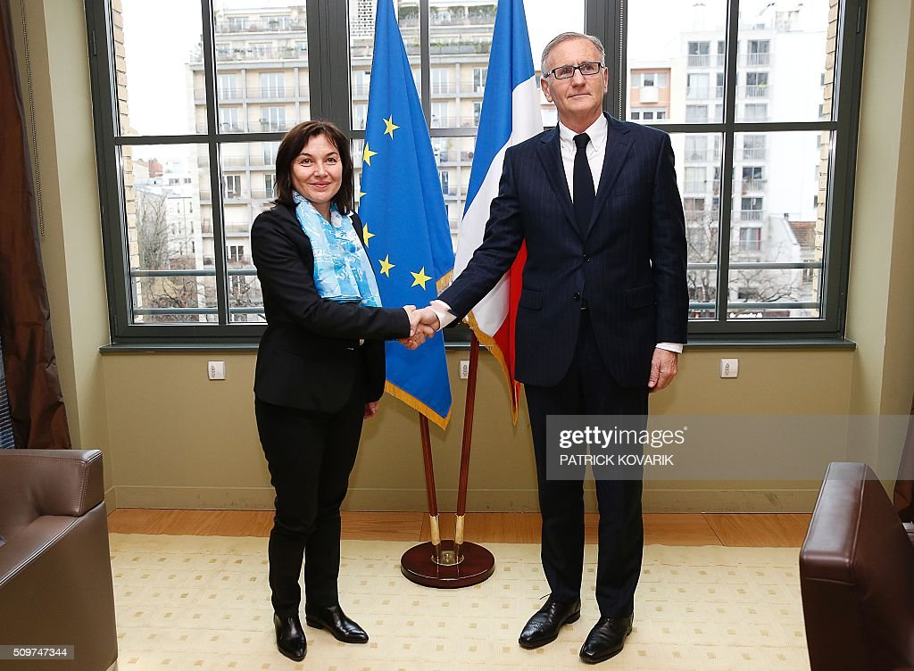 Former French Junior minister in charge of developement and francophonie Annick Girardin (L) shakes hands with Andre Vallini, named as new French Junior minister of foreign affairs and international developement in charge of developement and francophonie on February 12, 2016 in Paris during the transferal of powers. French President Francois Hollande reshuffled his cabinet on February 11, 2016, naming Jean-Marc Ayrault foreign minister and adding several ecologists to government as he seeks to widen his political base ahead of a presidential poll in 2017. AFP PHOTO / PATRICK KOVARIK / AFP / PATRICK KOVARIK