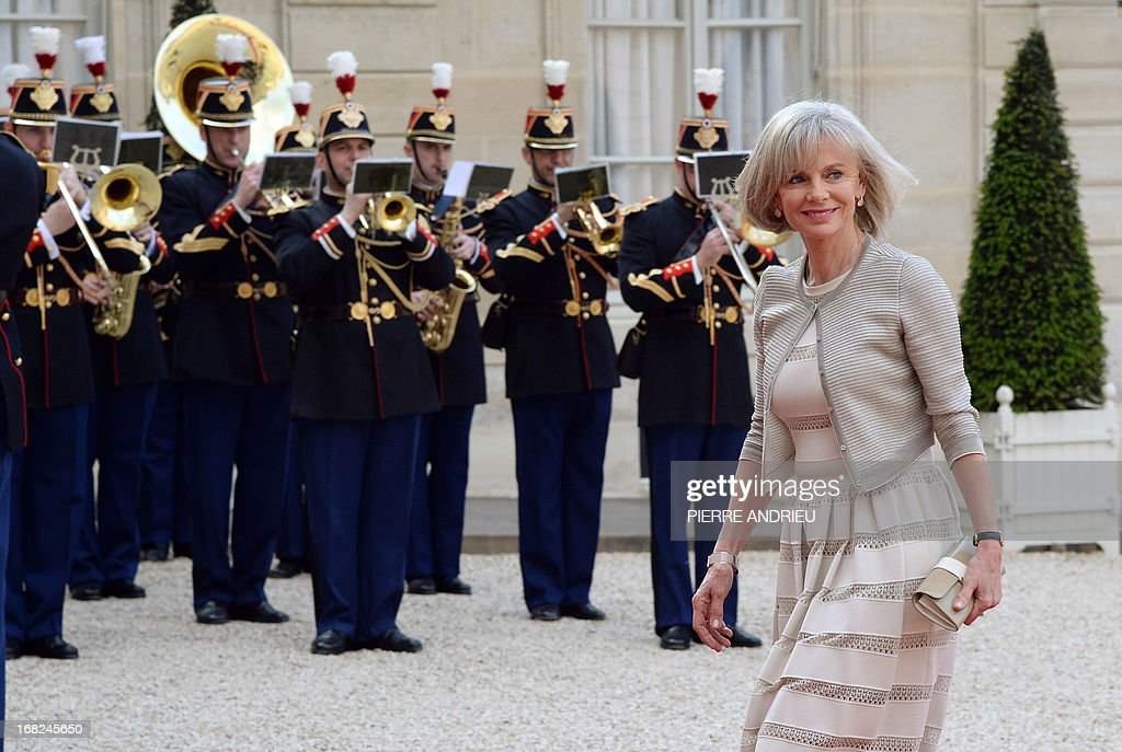 Former French Justice Minister and President of the Foreign Affairs Commission at National Assembly, Elisabeth Guigou waves as she arrives at the Elysee presidential palace on May, 7, 2013, in Paris, to attend a State dinner with French President and Polish President as part of the two-day state visit of Poland's President.