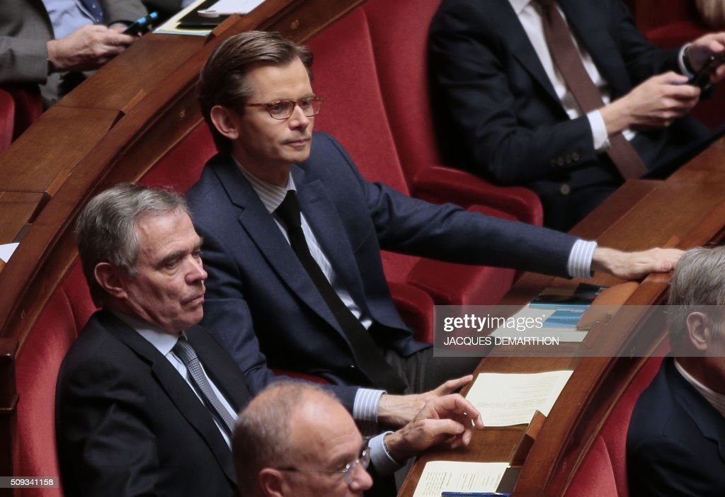 Former French National Assembly president and right-wing Les Republicains (LR) party MP Bernard Accoyer (L) and French right-wing Les Republicains (LR) party MP Guillaume Larrivee attend the questions to the government at the National Assembly in Paris on February 10, 2016. French lawmakers were to vote on February 10 on a controversial package of measures to change the constitution following the terror attacks on Paris in November. / AFP / JACQUES DEMARTHON