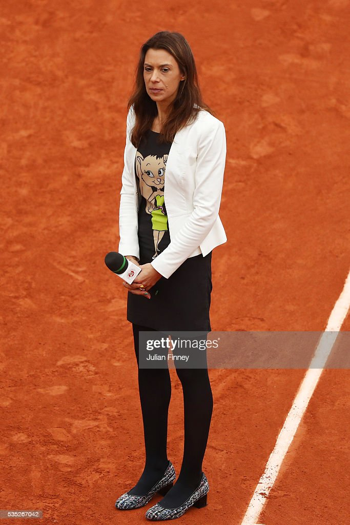 Former French player <a gi-track='captionPersonalityLinkClicked' href=/galleries/search?phrase=Marion+Bartoli&family=editorial&specificpeople=227896 ng-click='$event.stopPropagation()'>Marion Bartoli</a> speaks to the spectators on day eight of the 2016 French Open at Roland Garros on May 29, 2016 in Paris, France.