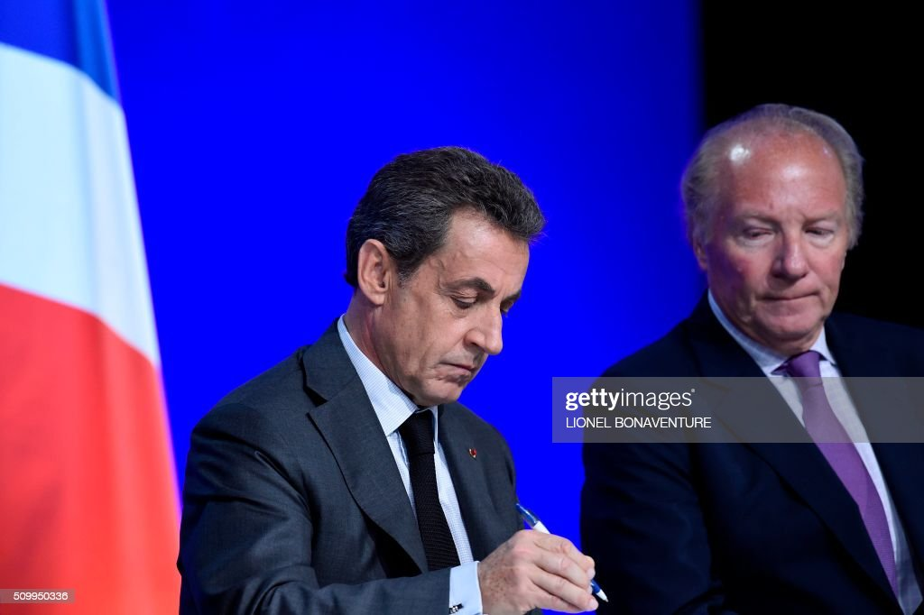 Former French president and Les Republicains (LR) right-wing main opposition party's leader Nicolas Sarkozy (L) and LR party member Brice Hortefeux attend the LR National Council on February 13, 2016 in Paris. AFP PHOTO / LIONEL BONAVENTURE / AFP / LIONEL BONAVENTURE