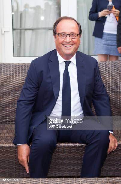 Former French president Francois Hollande poses in Angouleme on August 22 2017 during the 10th francophone film festival of Angouleme / AFP PHOTO /...