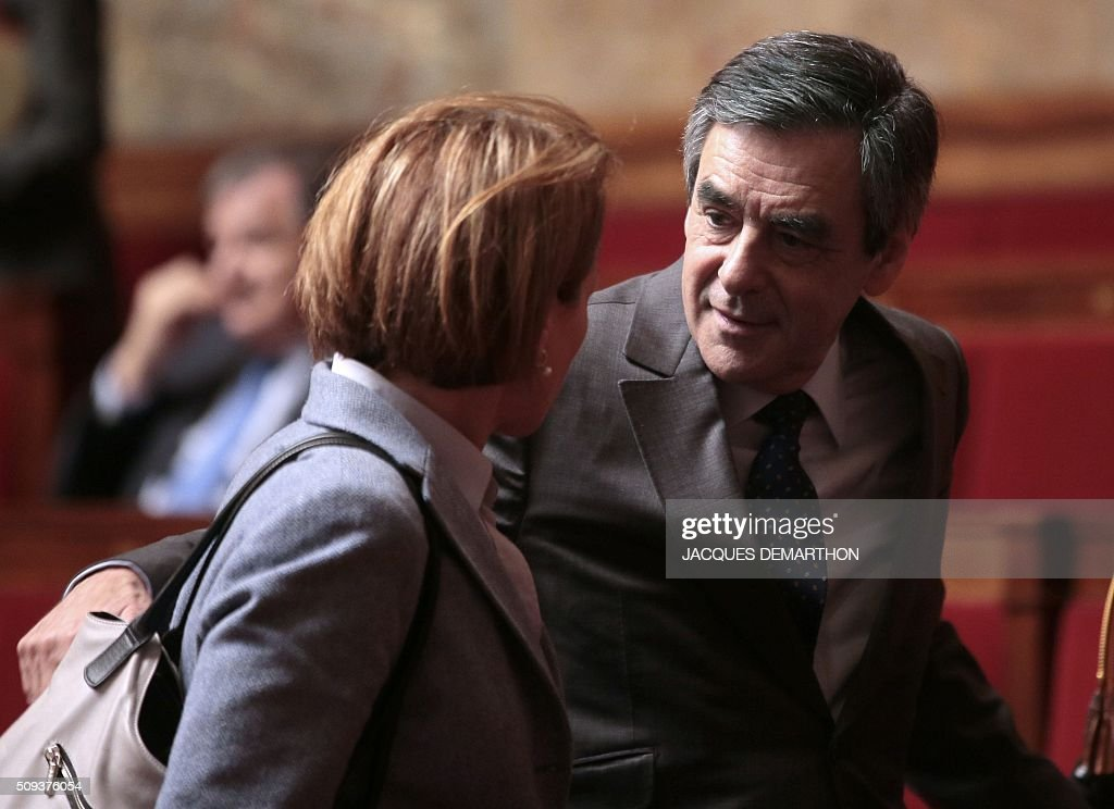 Former French Prime Minister and French right-wing Les Republicains (LR) party member of parliament Francois Fillon (R) attends the questions to the government at the National Assembly in Paris on February 10, 2016. French lawmakers were to vote on February 10 on a controversial package of measures to change the constitution following the terror attacks on Paris in November. / AFP / JACQUES DEMARTHON