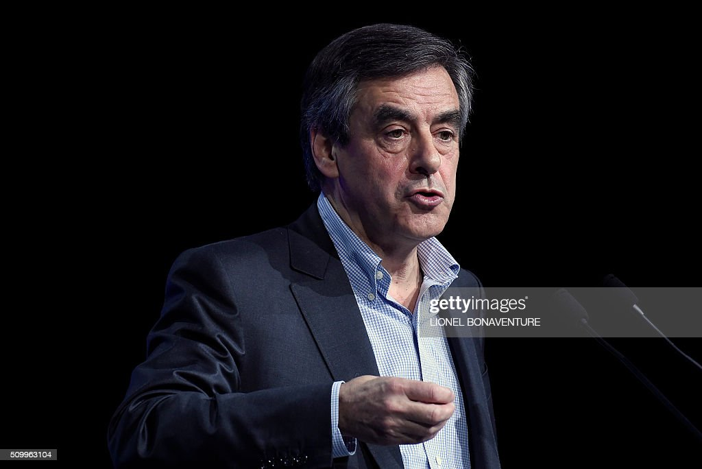 Former French Prime Minister and right-wing Les Republicains (LR) parliament member Francois Fillon (R) delivers a speech during the LR National Council on February 13, 2016 in Paris. AFP PHOTO / LIONEL BONAVENTURE / AFP / LIONEL BONAVENTURE